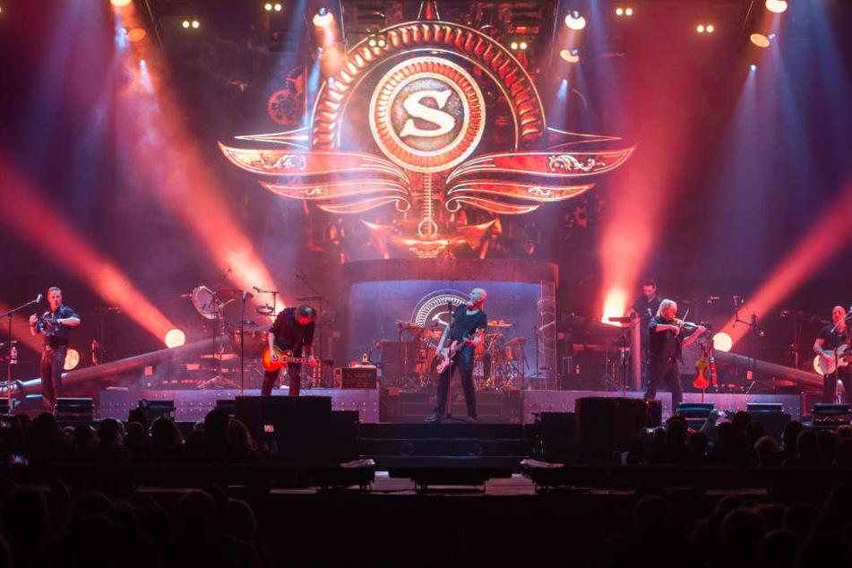 """Neben Ausflügen in irische Klassiker präsentierten Santiano viele Songs vom neuen Album """"Haithabu - Im Auge des Sturms""""."""