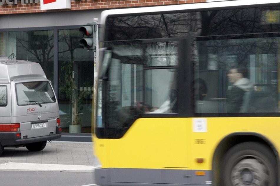 Die Fahrerin (43) eines BVG-Busses wurde beleidigt und geschlagen. (Symbolbild).