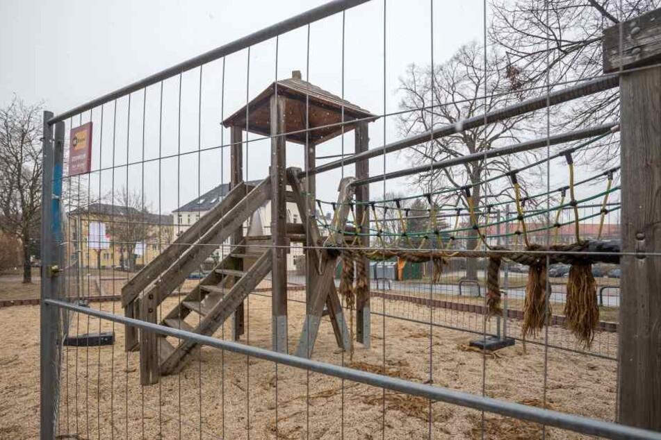 Der kaputte und gesperrte Spielplatz in der Lortzingstraße: künftig ein Fall für den Bauhof.