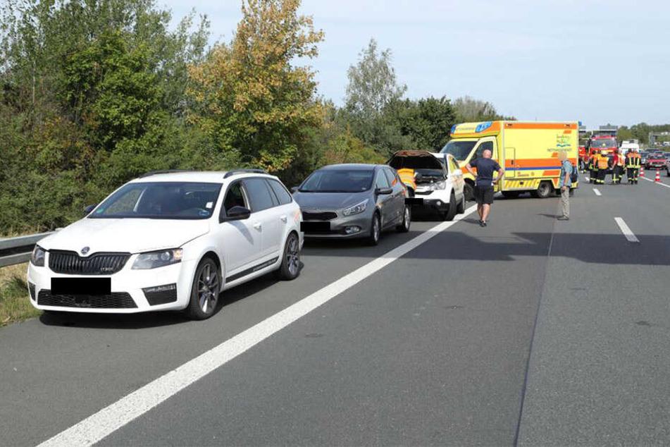 Auffahr-Unfall auf A4: Mehrere Autos krachen ineinander