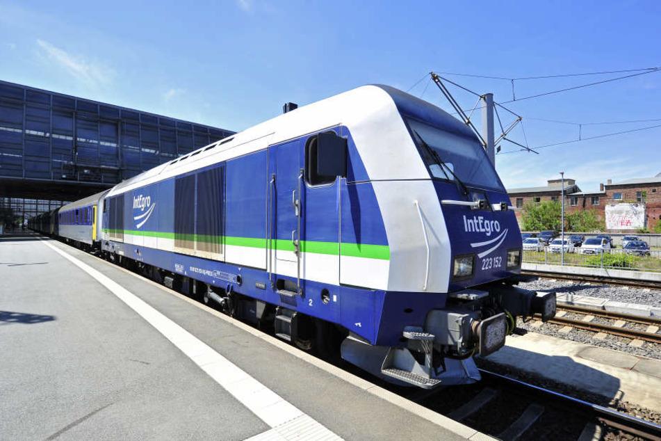 Auf der Zugstrecke Leipzig-Döbeln kommt es zwischen dem Leipziger Hbf und Grimma in beiden Richtungen zu vereinzelten Zugausfällen und Schienenersatzverkehr.