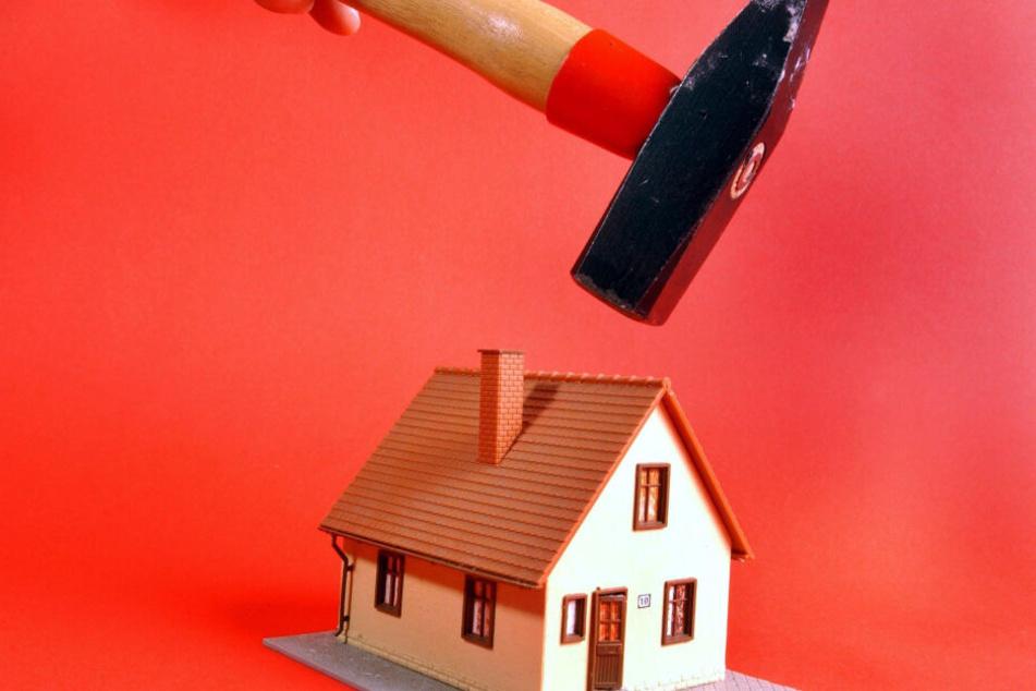 Kleine Häuschen müssen großen, funktionalen Gebäuden weichen (Symbolbild).