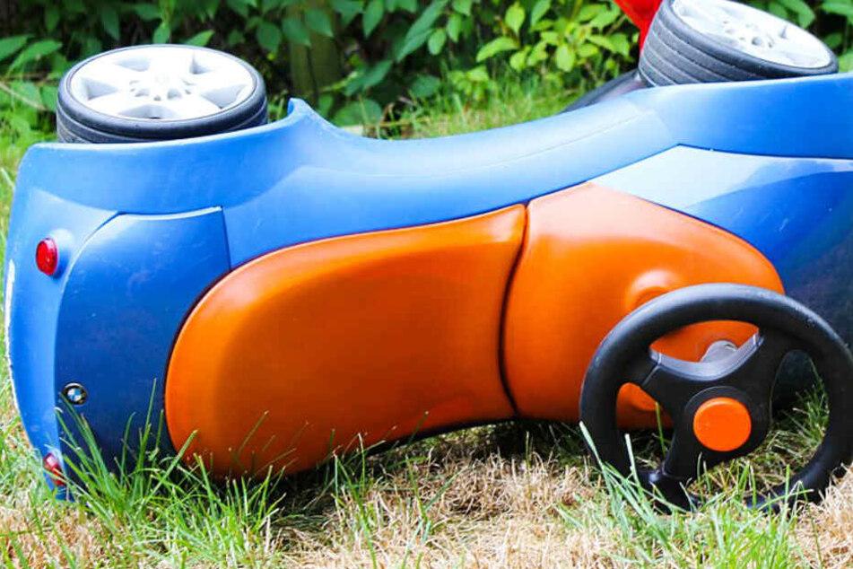 BMW touchiert Bobby-Car: Rettungshubschrauber im Einsatz