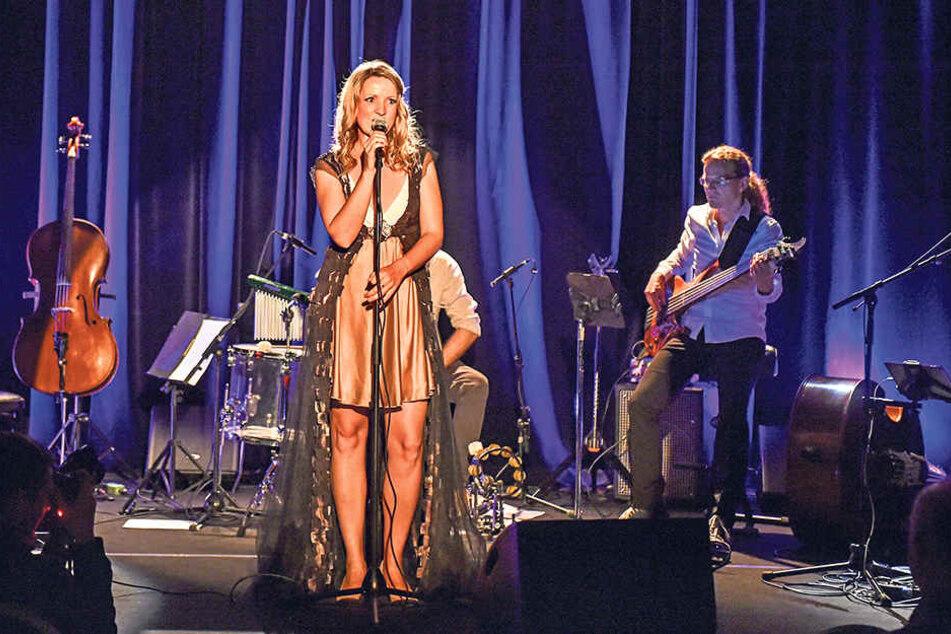 """""""Miss Rockester"""" Silvana Mehnert (37) stellte im Boulevardtheater ihr zweites  Soloalbum vor."""