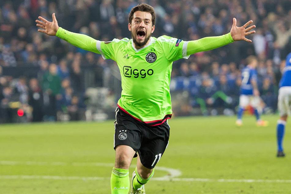 Amin Younes hat sich zur Stammkraft bei Ajax Amsterdam entwickelt. Nach seinem Tor gegen Schalke 04 (Foto) und dem Ausschalten von Lyon trifft Younes nun im Euro-League-Finale auf Manchester United.