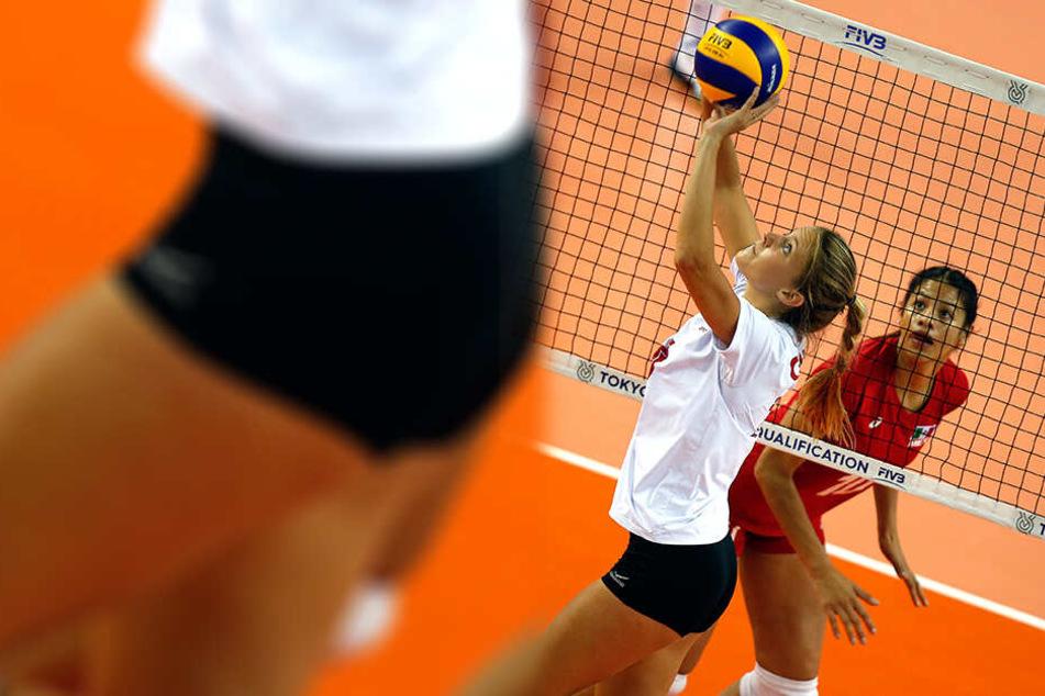 Die neue DSC-Zuspielerin Brie King - hier im kanadischen Auswahltrikot am Ball.