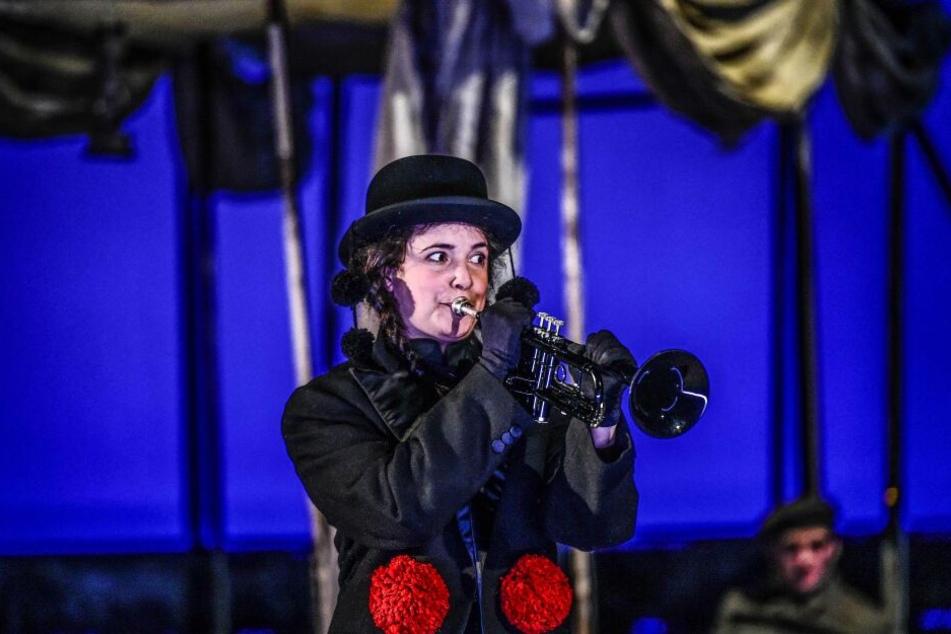 Die junge Gelsomina (Seraina Leuenberger) ist die Assistentin von Zampano.