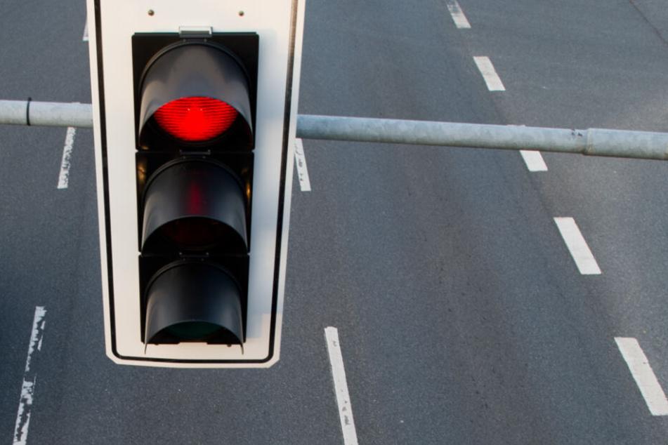 Angeblich sei der Vater mit dem Auto über Rot gefahren (Symbolfoto).
