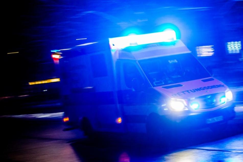 Das Opfer erlitt stark blutende Verletzungen im Gesicht und musste in ein Krankenhaus gebracht werden (Symbolbild).