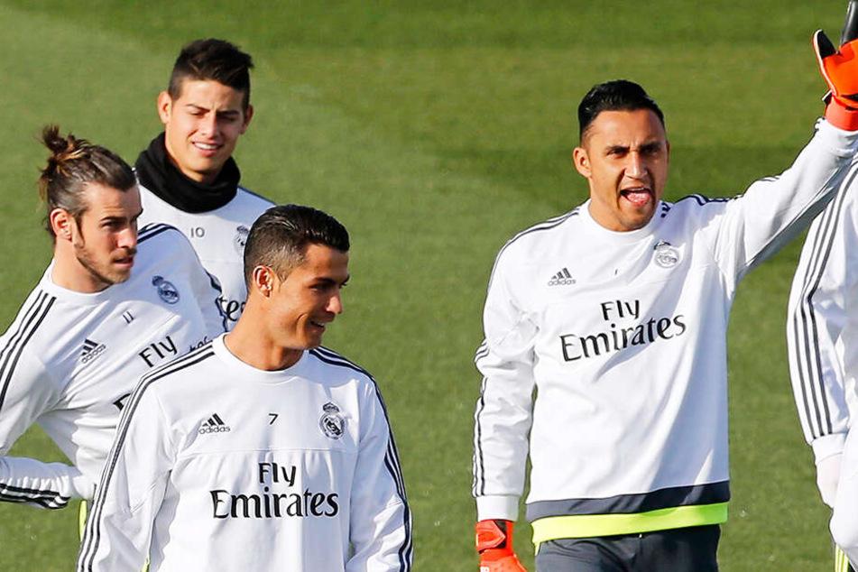 Real bietet PSG neben 100 Millionen Euro das Trio Bale, James und Navas im Tausch für Neymar an. Seit dem Abgang von Cristiano Ronaldo im vergangenen Sommer ist bei den Königlichen der Wurm drin.