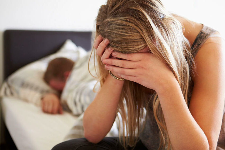 Mann vergewaltigt Zwilling seiner Frau: Er behauptet, er hätte sie verwechselt