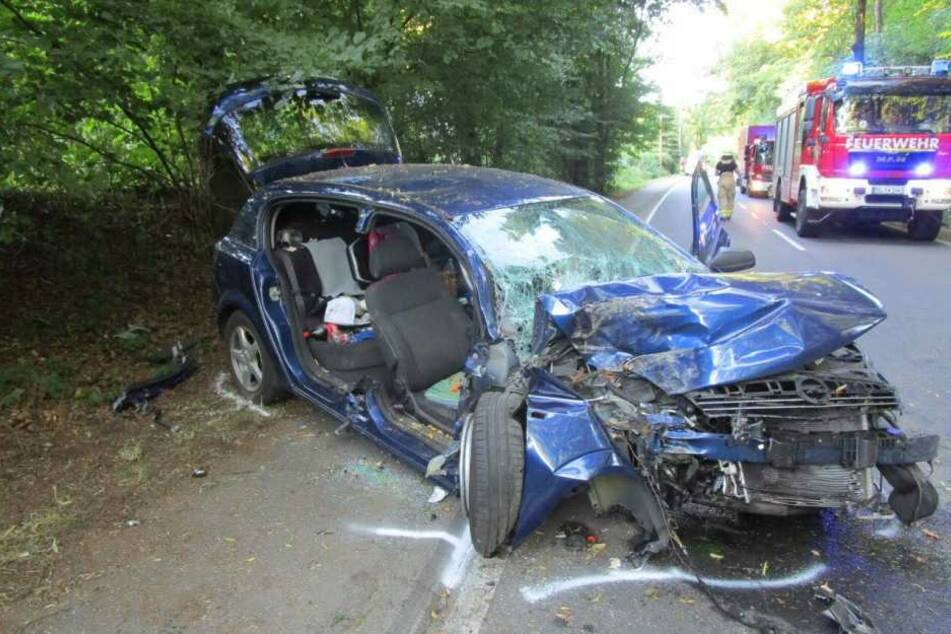 Betrunkener kracht gegen Baum: Neffe (10) schwer verletzt