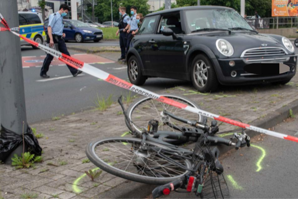 Die Polizei sicherte die Unfallspuren in Köln-Junkersdorf.