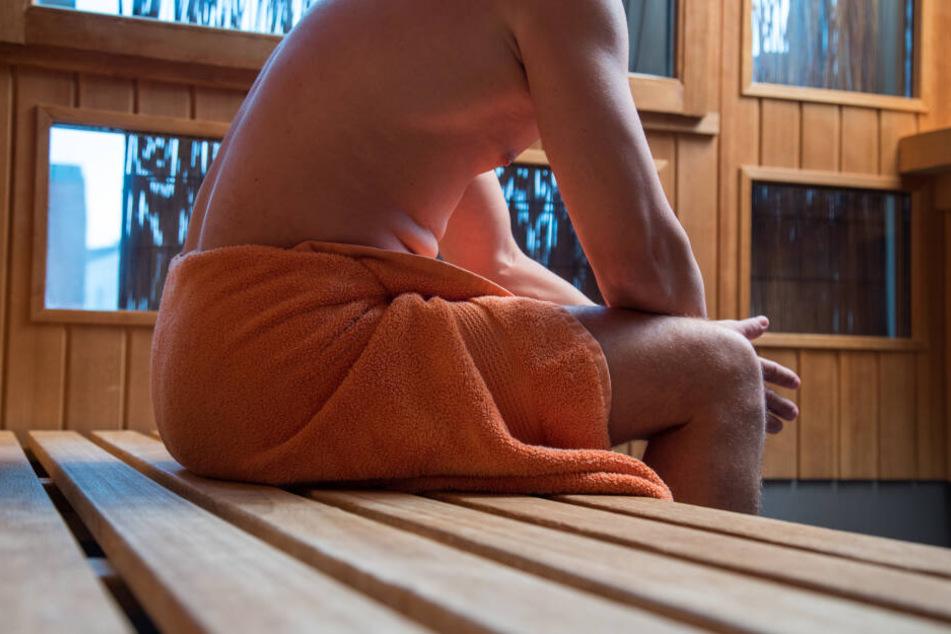 Knapp 30 Gäste waren in der Sauna, als die Drohne auftauchte. (Symbolbild)