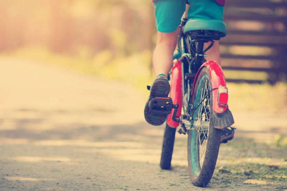 Der Junge stürzte mit seinem Fahrrad und verletzte sich schwer (Symbolbild).