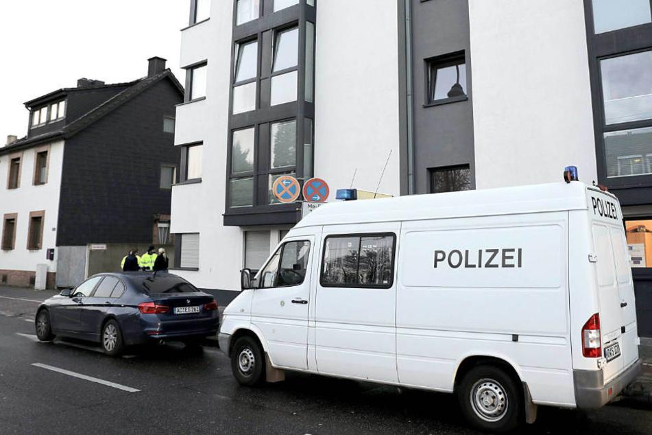 Das tote Mädchen war am Montag von Rettungskräften in einer städtischen Unterkunft gefunden worden.