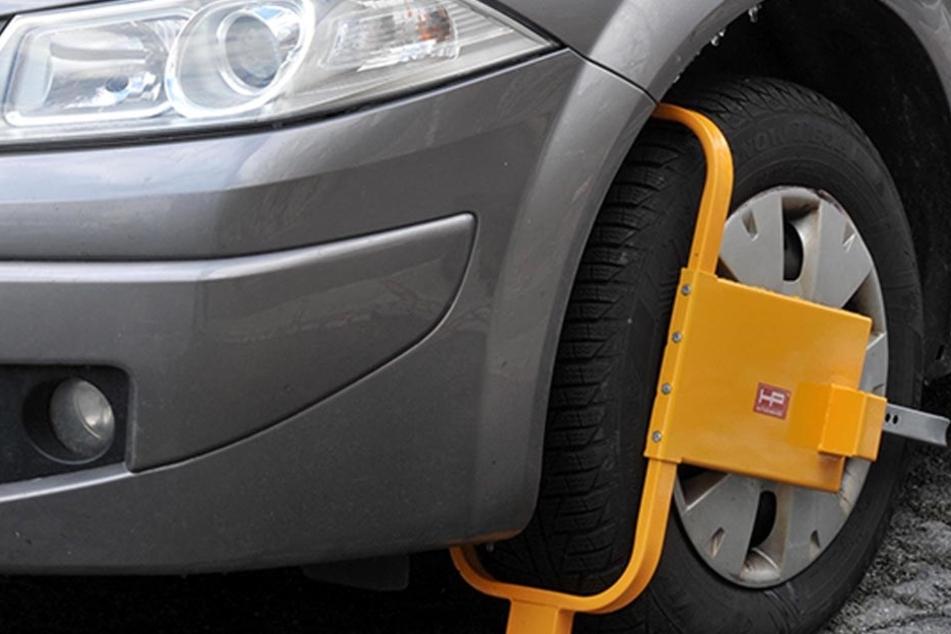Das Ordnungsamt will nun doch zwei Parkkrallen anschaffen, um  Dauer-Falschparkern auf die Pelle zu rücken.