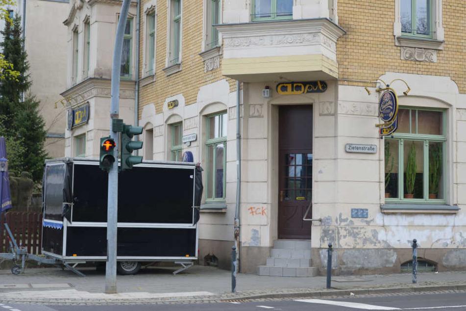"""Vor dem """"Pub à la Pub"""" kam es am Samstag zu einer blutigen Auseinandersetzung zwischen CFC-Fans und Security-Mitarbeitern."""