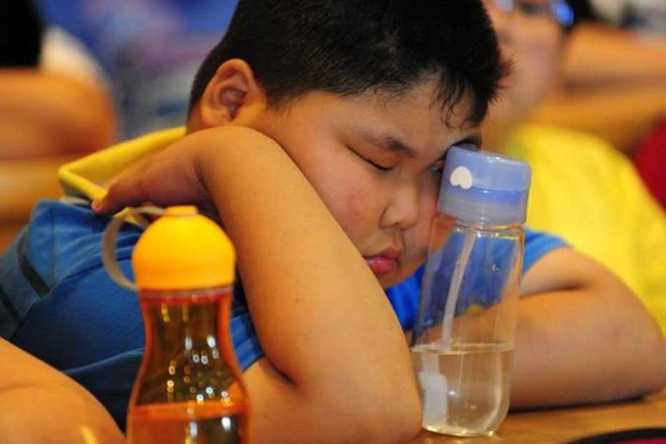 Fehlende Bewegung, Fast-Food und süße Limos. Chinas Jugend hat ein dickes Problem.