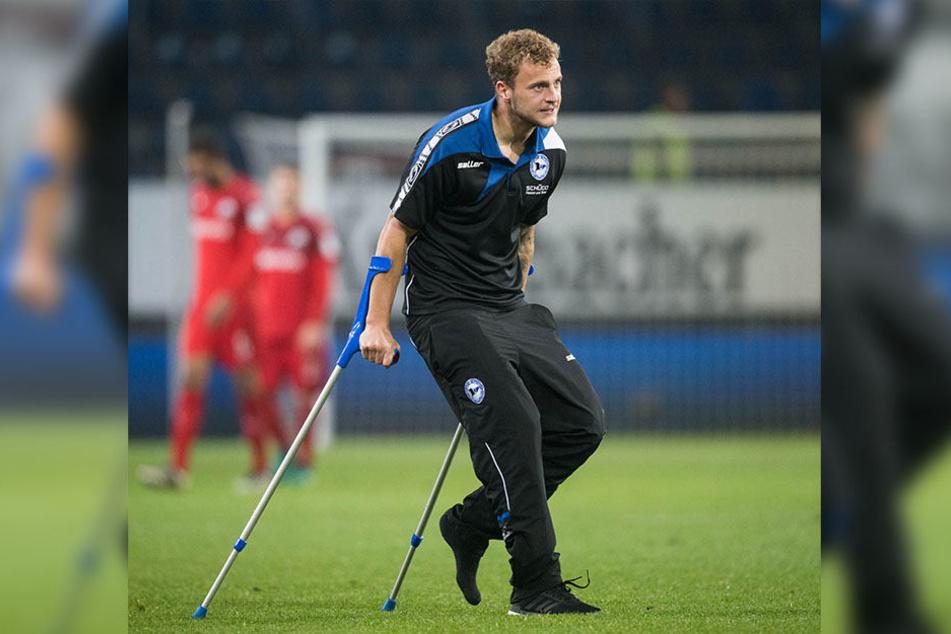 Christoph Hemlein musste den Platz am Freitag auf Krücken verlassen.
