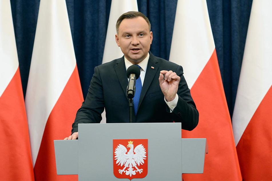 Polens Präsident Andrzej Duda hat trotz internationaler Proteste das Gesetz unterschrieben.