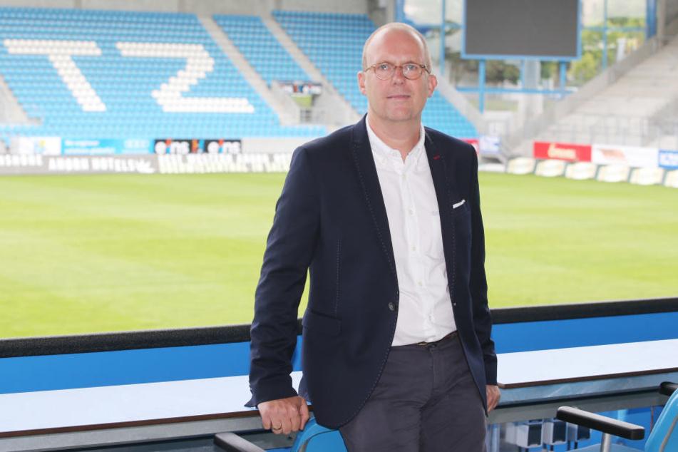 Der kaufmännische Geschäftsführer des CFC, Dr. Dirk Kall, sucht das Gespräch mit den Fans.