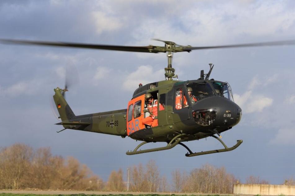 Eine verletzte Person wurde mit einem Rettungshubschrauber in eine Klinik geflogen.