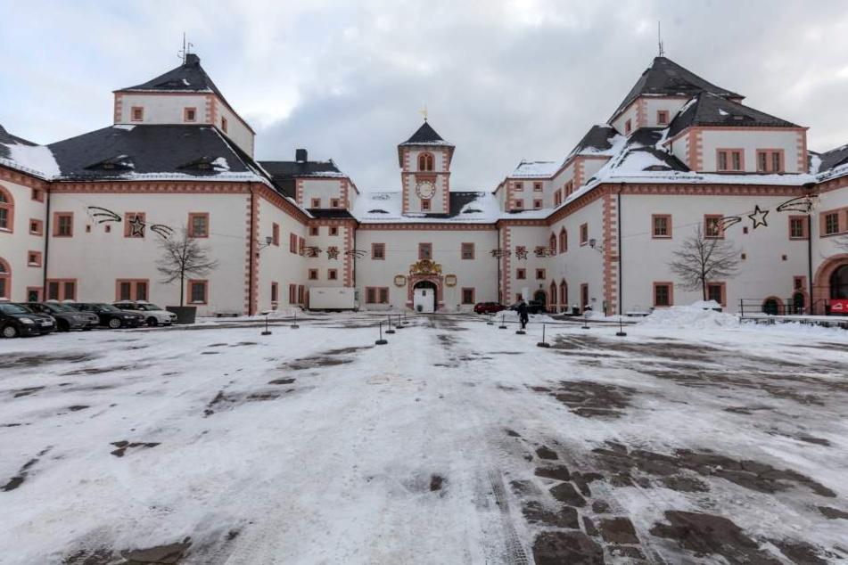Der Schlosshof wurde für das Treffen komplett vom Schnee befreit.
