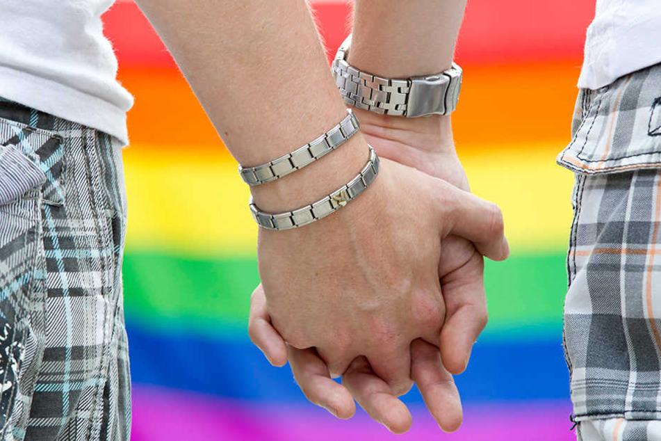 Bisher ist die Resonanz für die gleichgeschlechtliche Eheschließung eher gering.