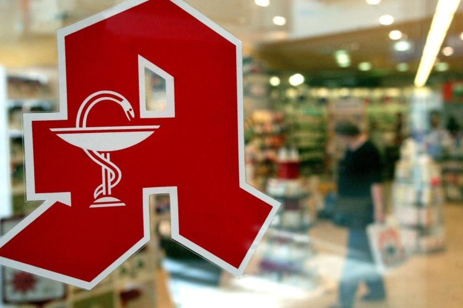 """Das rote """"Apotheken-A"""" wird auf dem Lande seltener. Im Schnitt versorgt eine Apotheke in Sachsen 4151 Einwohner."""