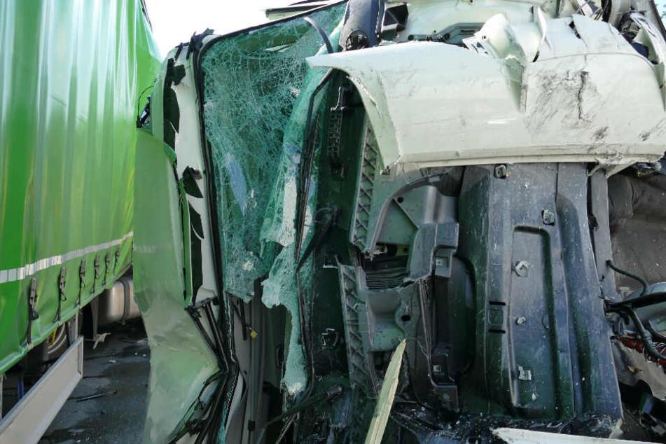 Auf der Autobahn 6 in Bayern ist es zu einem schweren Unfall gekommen.
