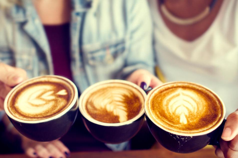 Drei Cappuccini bitte - in Leipzig kommen Kaffee-Liebhaber verhältnismäßig günstig weg. (Symbolbild)