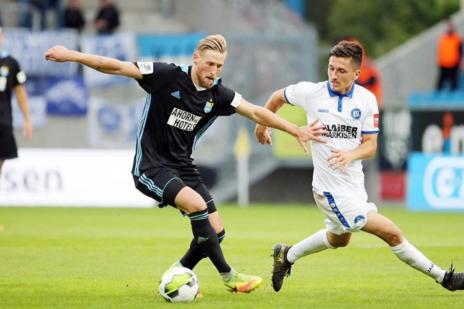 Björn Kluft (l., hier im Duell mit Marcel Mehlem) war gegen Karlsruhe ein Aktivposten bei den Chemnitzern.