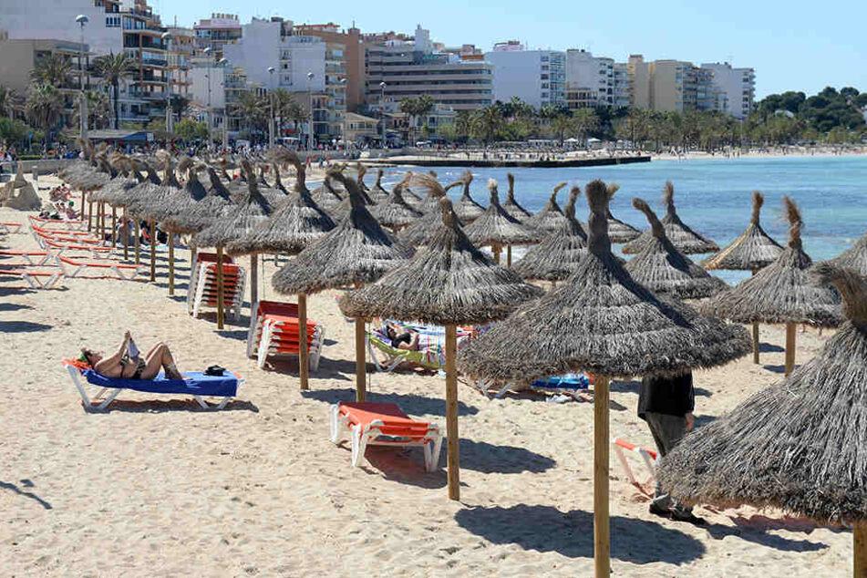 Bei einer Messerattacke auf Mallorca sind in der Nacht zum Montag zwei deutsche Touristen verletzt worden. (Symbolbild)