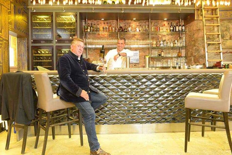 Zusammen mit Architekt Uwe Mertens (59) plant Gourmet-Koch Gerd Kastenmeier (47) sein exklusives Projekt.