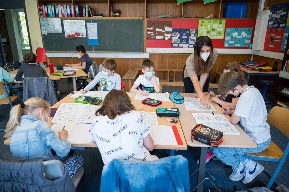 An einer Dresdner Grundschule wurde die Delta-Variante nachgewiesen. (Symbolbild)