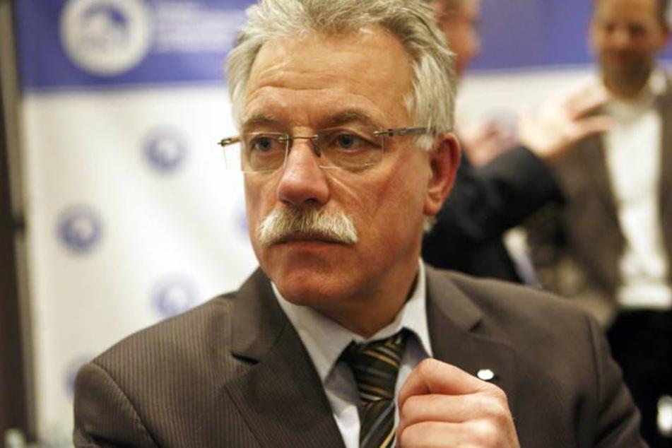 Michael Böhl, Vize-Vorsitzender des BDK fordert das BAMF ab jetzt auf, Fälschungen sofort anzuzeigen.