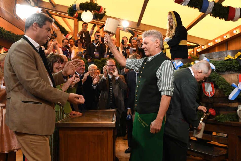 O'zapft is: OB Reiter eröffnet das 186. Münchner Oktoberfest mit zwei Schlägen