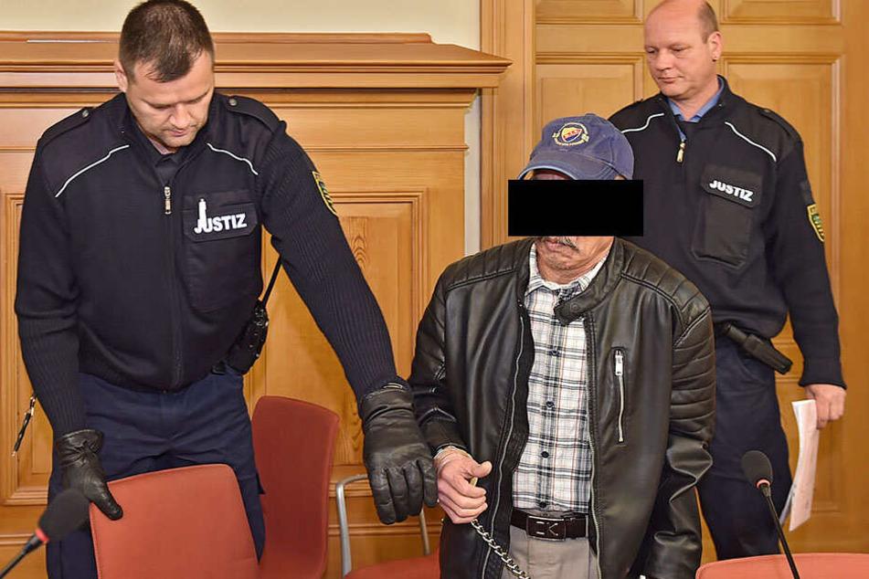 Mann gießt Benzin über Ex und droht sie anzuzünden: 58-Jähriger bekommt Geldstrafe