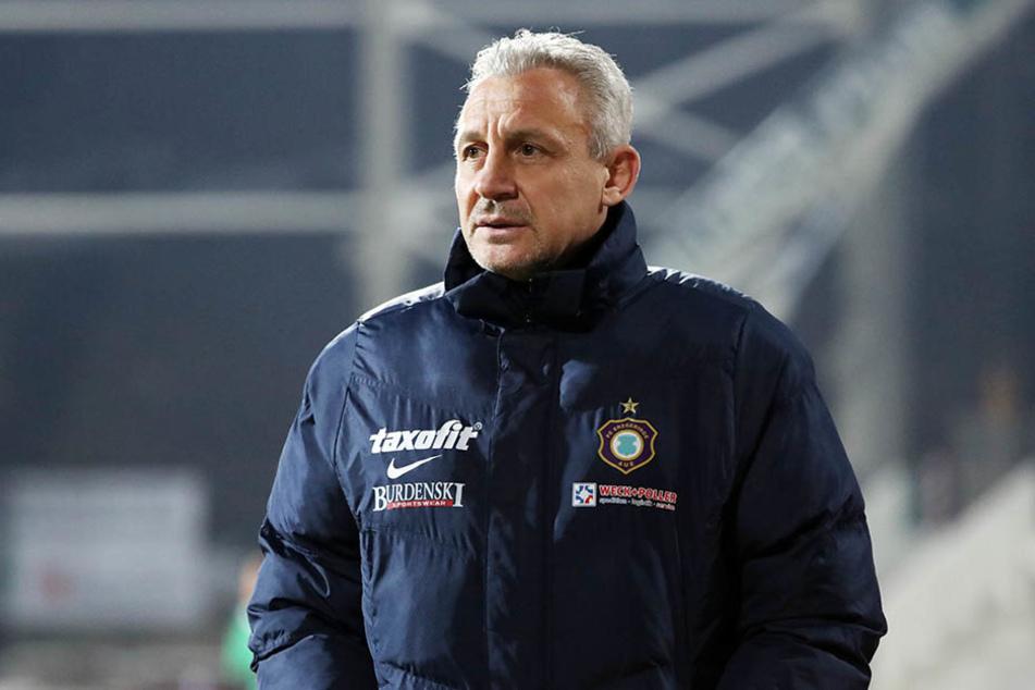 FCE-Trainer Pavel Dotchev korrigierte die Taktik gleich mehrfach - brachte nichts.