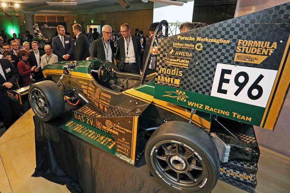 """Im englischen Silverstone zeigt WHZ-Flitzer """"ernie"""" erstmals, was er drauf hat."""