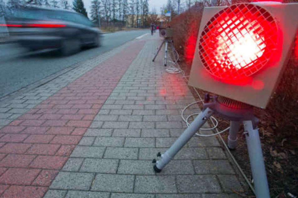 In Brandenburg wird am Mittwoch ordentlich geblitzt. (Symbolbild)