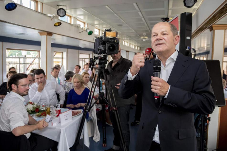Finanzminister Olaf Scholz, hier zu sehen bei einer Spargelfahrt auf dem Wannsee, sieht immer noch Chancen für die SPD.