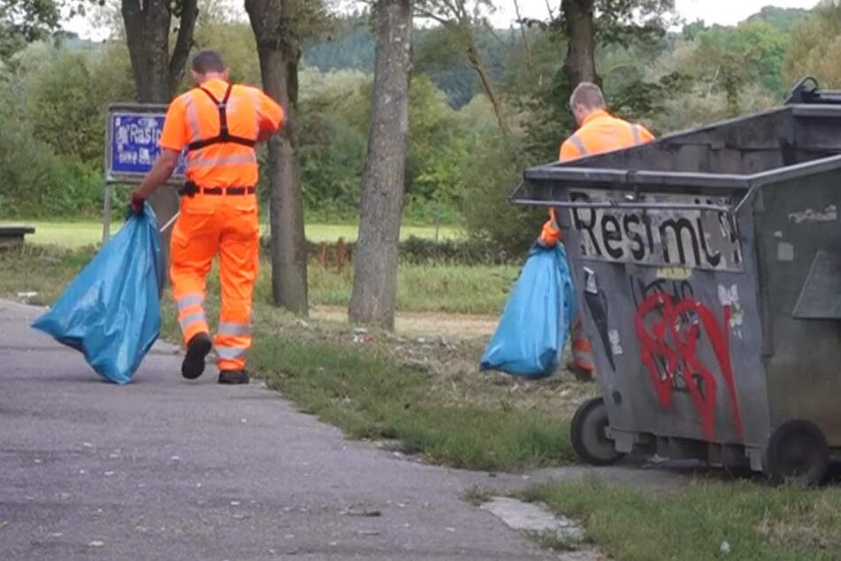 """Müllhalde Autobahnparkplatz: """"Manchmal dauert das Säubern vier Stunden!"""""""