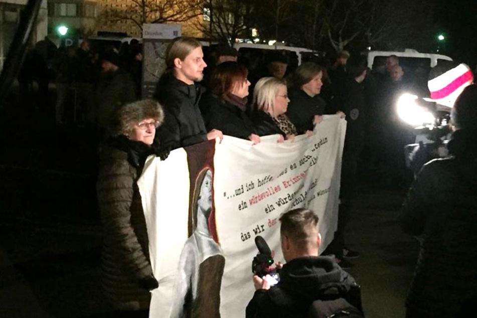 Am Skatepark Lingnerallee nahe dem Pirnaischen Platz startet die Kundgebung der Rechtsextremen.