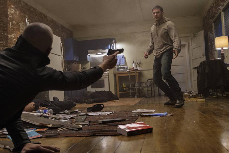 Wie kann Eddie Brock (Tom Hardy) aus dieser bedrohlichen Situation entkommen?