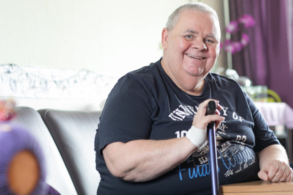 "Jörg Müller (56) leidet seit seiner Kindheit an dem seltenen Fiebersyndrom ""Muckle-Wells""."