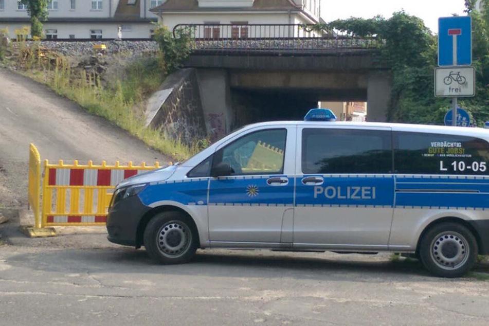 An der Unterführung in der Wilhelm-Busch-Straße steckte sich der Mann in Brand.