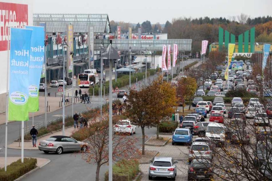 Der Parkplatz des Chemnitz Centers kurz nach Ladenöffnung um 12 Uhr. 1,5  Stunden später waren fast alle Plätze belegt.