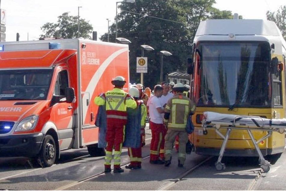 Polizei mit neuen Details: 13-Jährige fuhr mit dem Rad direkt vor die Todes-Tram